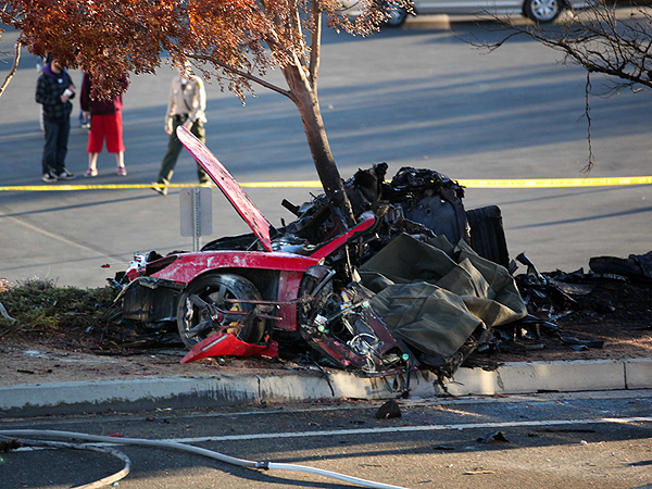 People, Parsley, Aaron. Paul Walker's Deadly Car Crash: What Happened?, 12/01/2013, http://www.people.com/people/article/0,,20761732,00.html