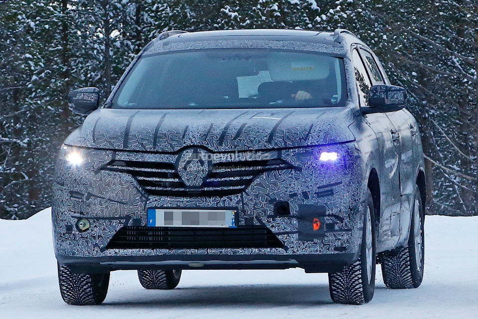 2017-renault-maxthon-koleos-successor-spied-has-talisman-written-all-over-it_1