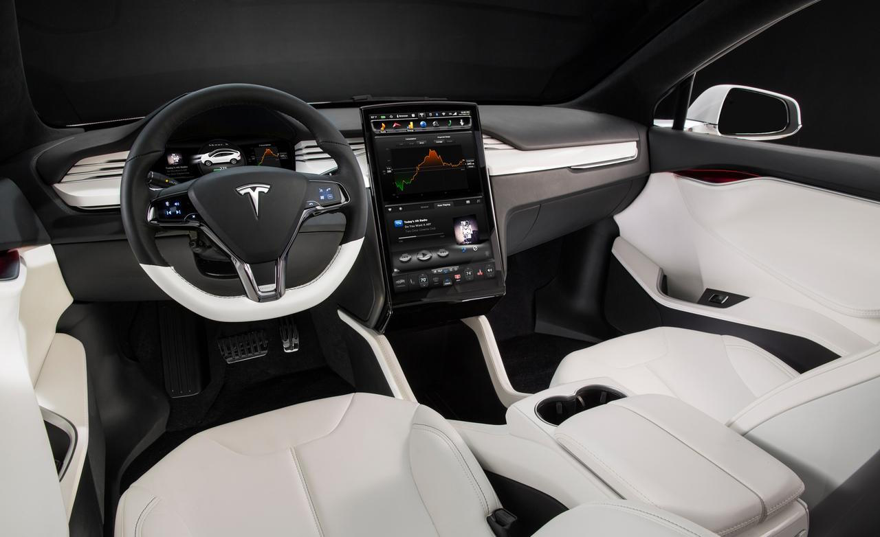 Tesla present el model x oficialmente en m xico motorbit for Tesla model 3 interieur