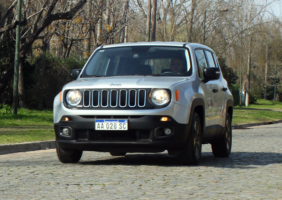 test jeep renegade 1 8 sport plus motorbit. Black Bedroom Furniture Sets. Home Design Ideas