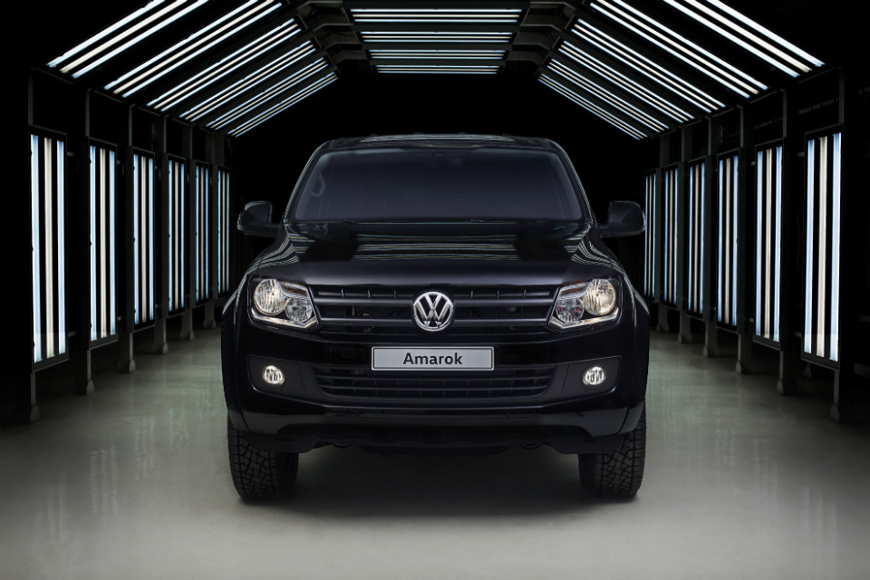 amarok black edition la serie especial de volkswagen motorbit. Black Bedroom Furniture Sets. Home Design Ideas