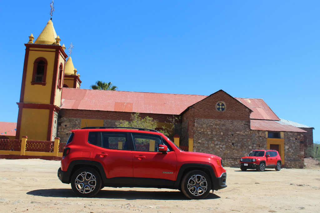 test drive jeep renegade es un fest n celestial motorbit. Black Bedroom Furniture Sets. Home Design Ideas
