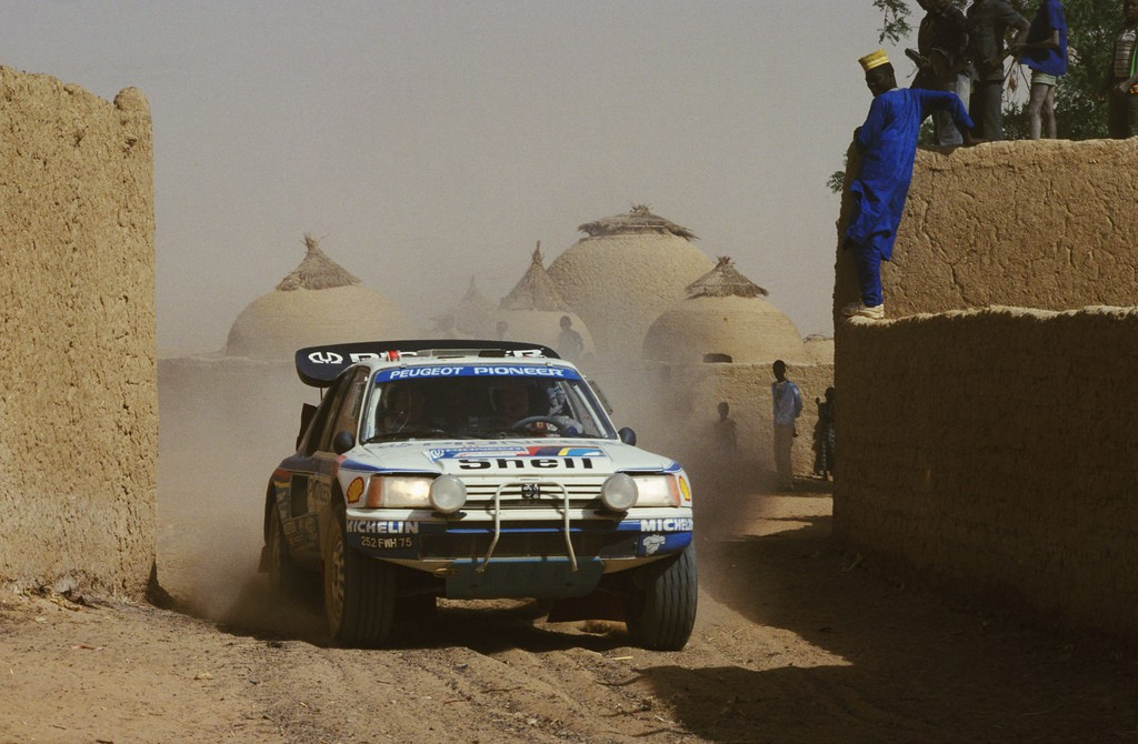 Peugeot 205 T16 of Juha Kankkunen at 1988 Dakar Rally. Fuente: Flickr