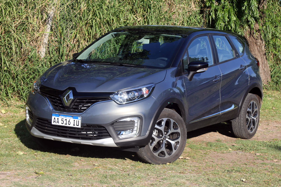 test renault captur 2 0 4x2 motorbit. Black Bedroom Furniture Sets. Home Design Ideas