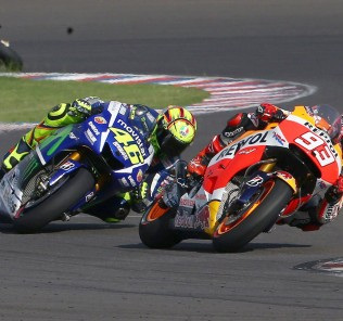 TERMAS DE RIO HONDO,ARGENTINA,18.APR.15 - MOTORSPORTS, MOTORBIKE - MotoGP, Gran Premio Red Bull de la Republica Argentina. Image shows Valentino Rossi (ITA/ Yamaha) and Marc Marquez (ESP/ Honda). Photo: GEPA pictures/ Gold and Goose/ David Goldman - For editorial use only. Image is free of charge.