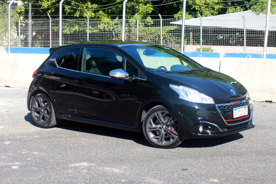 test peugeot 208 gti mt 208cv motorbit. Black Bedroom Furniture Sets. Home Design Ideas